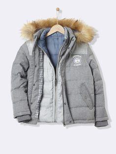 Cette doudoune 3 en 1 accompagne nos boystout au long de l'hiver. La doudoune à porter dès les premiers frimas, la doudounesans manches réversible p