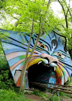 7 vergessene Orte in Berlin: http://www.travelbook.de/deutschland/Lost-Places-Die-vergessenen-Orte-von-Berlin-539772.html