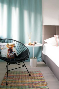 One of our newest interior designs: This tropical inspired bedroom. The black Condesa Chair is a beautiful furniture which fits perfectly into this modern room.  Do you want to see the whole makeover? Check out our website!