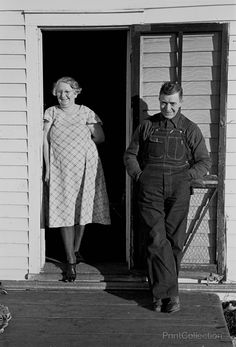 Mr. and Mrs. Bert Aldrich, tenant farmers on farm owned by an absentee landlord near Ruthven, Iowa. Photographed by Russell Lee fo rthe US Resettlement Administration in December of 1936.