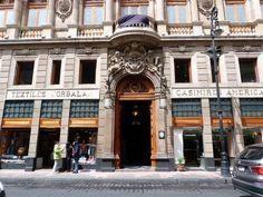 CASINO ESPAÑOL El casino español fue fundado en 1863 por un grupo de miembros destacados de la colonia española de México, entre los que figuran José Toriello Guerra y desde sus inicios contó con una biblioteca formada por donaciones de los propios socios;  Actualmente se cuenta con un acerva general de 24,075 volúmenes.