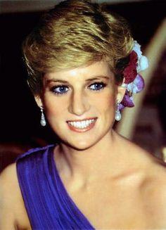 Beautiful Princesa Diana Blue Eyes and Blonde Hair