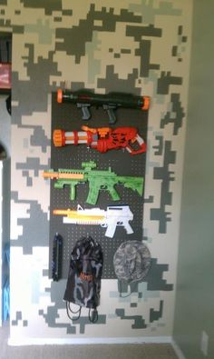Camo Wall and Gun Rack. Need this for the boys nerf guns. Army Bedroom, Boys Bedroom Decor, Boys Hunting Bedroom, Military Bedroom, Bedroom Ideas, Boys Army Room, Boy Room, Nursery Room, Camo Rooms
