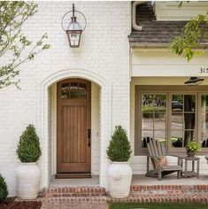 Exterior Paint Colors - You want a fresh new look for exterior of your home? Get inspired for your next exterior painting project with our color gallery. WE Oyster White White Exterior Paint, House Paint Exterior, Exterior Paint Colors, Exterior House Colors, Exterior Design, White Washed Brick Exterior, Style At Home, White Brick Houses, Painted White Brick House