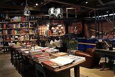 2Fが書店と文具・雑貨のお店