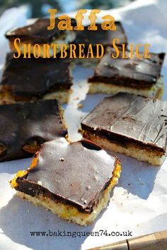 Jaffa Shortbread Slice is a delicious traybake with layers of buttery shortbread, orange jelly (Jello) and topped with chocolate. Make this your next weekend baking project. Tray Bake Recipes, Baking Recipes, Caramel Shortbread, Jaffa Cake, English Food, English Recipes, Caramel Brownies, Great British Bake Off, Home Baking