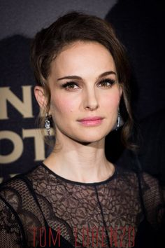 Natalie-Portman-Joel-Edgerton-Jane-Got-A-Gun-Paris-Premiere-Fashion-Dior-Zegna-Tom-Lorenzo-Site (5)