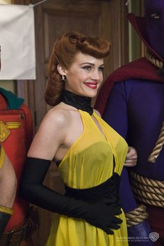 Silk Spectre from Watchmen. Movie Costumes, Cool Costumes, Costume Ideas, Cosplay Ideas, Apocalypse, Silk Spectre, Celebrity Film, Carla Gugino, Costumes For Sale