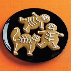 Gingerbread Skeletons for Halloween! Too cute my preschooler would love these.