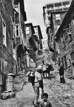 Sulak Çeşme Street, Gümüşsuyu, Istanbul, jaren - Pin This Cultural Architecture, Romanesque Architecture, Education Architecture, Classic Architecture, Turkish Architecture, Residential Architecture, Athens Acropolis, Parthenon, Old Photos