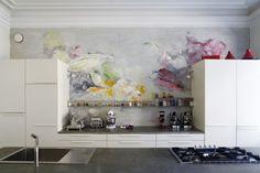 Idea for kitchen wall - Anna Retulainen: seinämaalaus, 2004 - 2005, akryyli seinälle. Teos sijaitsee yksityisasunnon keittiössä. Kuva: Jussi Tiainen.