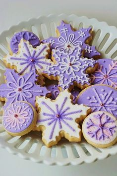 Lavender Snowflake Cookies - Glazed Soft Buttery Sugar Cookies Recipe with Decorating Tips. Purple Christmas, Noel Christmas, Christmas Treats, Holiday Treats, Holiday Recipes, Beautiful Christmas, Christmas Recipes, Winter Treats, Christmas Drinks
