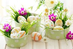 Easter Decor: Table Decorations on Budget. Set a stylish and festive Easter table this holiday with these creative decorating tips & ideas. Easter Candy, Easter Eggs, Easter Table Decorations, Easter Decor, Spring Decorations, Easter Ideas, Easter Parade, Easter Traditions, Decorating With Pictures