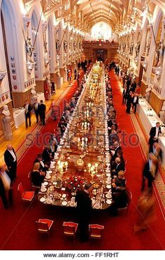 epa000314974 Guests arrive for a State banquet in St George's hall at Windsor Castle in London, Thursday 18 November 2004.   Britains Queen Elizabeth II hosted a state banquet at the castle for President Chirac of France in celebration of the centenary of the entente cordiale, after which the cast of the West End show 'Les Miserables', will perform songs from the musical set during the French revolutionary period.  EPA/JOHN STILLWELL - Stock Image