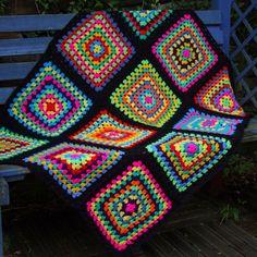 Transcendent Crochet a Solid Granny Square Ideas. Inconceivable Crochet a Solid Granny Square Ideas. Point Granny Au Crochet, Crochet Squares Afghan, Crochet Motifs, Crochet Quilt, Crochet Cushions, Granny Square Crochet Pattern, Crochet Ripple, Afghan Crochet Patterns, Crochet Yarn