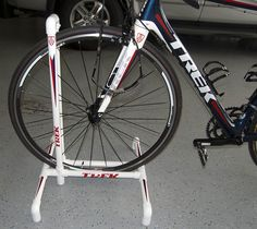 There are at least 2 great reasons to do your own bike repairs. Commonly known as DIY (do it yourself) bike repair, one of the main reasons is to simply save Bike Work Stand, Bike Repair Stand, Bicycle Stand, Wood Bike Rack, Diy Bike Rack, Bicycle Storage, Bicycle Rack, Bike Parking Rack, Bici Fixed