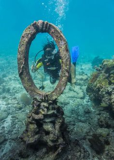 I loved this little sculpture, it reminded me of a picture frame. It looked so unusual, placed in the middle of nowhere on the vast ocean bed. #Scubadiving #Cancun #Mexico