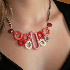 Crochet necklace in amazing colors of grapefruit orange/pink, coral, salmon, taupe, off-white and dusty pink (via Tiptoethrough)