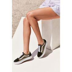 Vans Old Skool Platform Sneaker (865.670 IDR) ❤ liked on Polyvore featuring shoes, sneakers, vans trainers, vans footwear, vans sneakers, platform trainers and platform shoes