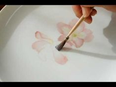 ▶ Wild roseポーセリンペインティング~平筆で描くワイルドローズ - YouTube