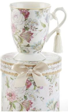 Pale Rose Gift Boxed Porcelain Mug - Roses And Teacups Antique Tea Cups, Tea For One, China Cups And Saucers, Rose Gift, Cool Mugs, Porcelain Mugs, China Dinnerware, Tea Cup Saucer, Mugs Set