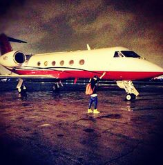 Justin taking photos with your jet, i deserve? #swag