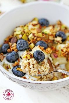nocna owsianka z jabłkami - apple night oats Healthy Sweets, Healthy Recipes, Clean Eating, Healthy Eating, Vegetarian Breakfast, Sweet Recipes, Good Food, Food And Drink, Cooking Recipes
