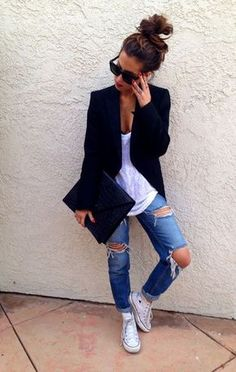 jeans destroyed skinny jeans destroyed boyfriend jeans denim blazer black blazer converse tennis shoes star wars love girly casual bun hair bun fifty … - New Site High Top Converse Outfits, Converse Shirt, High Top Chucks, White Chucks Outfit, Converse Chuck, Outfit Jeans, Tennisschuhe Outfit, Outfit Work, Slouchy Outfit