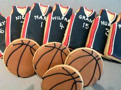 Basketball Cookies hahaha we should totally do that with all the wizard teams and Douglas Douglas P Basketball Cookies, Basketball Decorations, Locker Decorations, Fun Food, Food Art, Cookie Games, Sport Cakes, Sports Party, Decorated Cookies