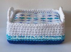 Cesta trapillo azul Facial Tissue, Knitting Projects, Pot Holders, Miniatures, Farmhouse Rugs, Home, Crochet Pattern, Cloak Pattern, Newborn Baby Gifts