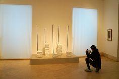 """""""Sin Título"""". Instalación de Doris Salcedo. Obra invitada en el Museo Thyssen-Bornemisza. Programa #ArcoColombia #Arco2015 #Arte #ArteContemporáneo #Arterecord 2015 https://twitter.com/arterecord"""