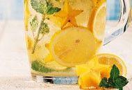 Anote 4 receitas de águas aromatizadas