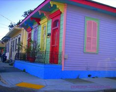 Gorgeous coloured house - New Orleans Exterior House Colors, Exterior Paint, Woman Painting, House Painting, Beach Color Palettes, Caribbean Homes, Lady Parts, New Orleans Homes, Global Design