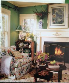 Warm, colorful sitting room that I wish was mine. Previous pinner attributed this to Betty Neels; I couldn't verify that. Via justjansblog.