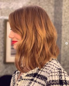 Emma Stone just cut her hair into an effortless long bob, and it looks super chic - Frisuren Hot Haircuts, Long Bob Haircuts, Long Bob Hairstyles, Haircut Bob, Layered Haircuts, Braided Hairstyles, Wedding Hairstyles, Emma Stone Haircut, Emma Stone Red Hair