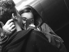 ideas photography poses for teens couple boyfriends Relationship Goals Pictures, Couple Relationship, Cute Relationships, Relationship Videos, Tumblr Relationship, Couple Tumblr, Tumblr Couples, Couple Photography, Photography Poses
