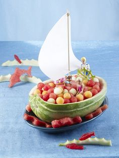 Lots of watermelon salad container ideas