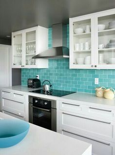 Trendy Kitchen Colors For Walls Turquoise Tile Blue Kitchen Cabinets, White Cupboards, Kitchen Countertops, Kitchen Backsplash, Backsplash Ideas, Floors Kitchen, Backsplash Design, Copper Backsplash, Beadboard Backsplash