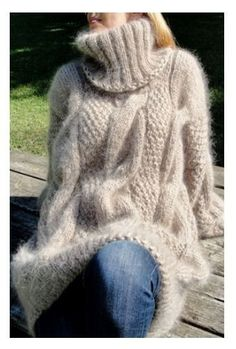 Lover of angora and mohair worn by women . Mohair Sweater, Knitted Poncho, Thick Sweaters, Cable Knit Sweaters, Gros Pull Long, Gros Pull Mohair, Angora, Winter Mode, Plus Size Fashion For Women
