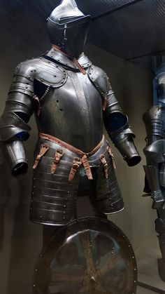 Armor for use in the field made in Milan Italy perhaps for Sir William Herbert First Earl of Pembroke 1550 CE Etched and partially gilded steel (2)