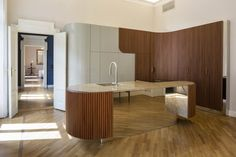 Find out all photos and details of Tolto il Dente, Italy on Archilovers. Browse the complete collection of pictures and design drawings Counter Design, Kitchen Design, Kitchen Decor, Cubes, Curved Staircase, Amber Interiors, Kitchen Cabinetry, Luxury Apartments, Midcentury Modern