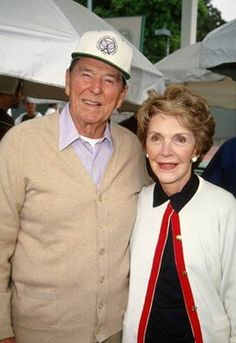 Ronald Reagan and Nancy Reagan 40th President, President Ronald Reagan, Former President, American Presidents, Us Presidents, Nancy Reagan, Book People, Important People, Hollywood Actor