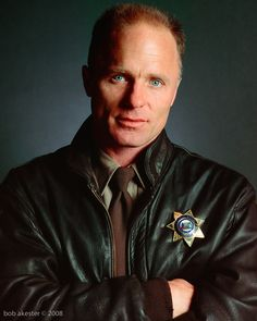 Ed Harris. My other fav actor. Love those blue eyes.