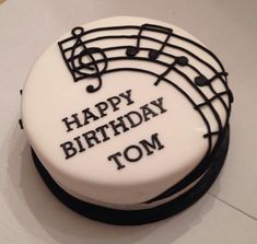 """Simple but effective, the notes read """"Happy Birthday to you"""". Birthday Cakes For Men, Music Birthday Cakes, Music Themed Cakes, Music Cakes, Drum Cake, Guitar Cake, Bolo Musical, Music Note Cake, Piano Cakes"""