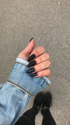 Cool Black Nail Designs to Try Now The black nail designs are stylish. It is loved by beautiful women. Black nails are an elegant and chic choice. Color nails are suitable for… Black Nail Designs, Acrylic Nail Designs, Nail Art Designs, Nails Design, Salon Design, Design Design, Design Ideas, Matte Nails, Acrylic Nails