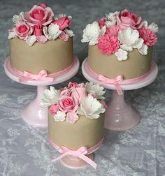 Cupcake: Flores de açucar, as minhas preferidas!                                                                                                                                                     Mais