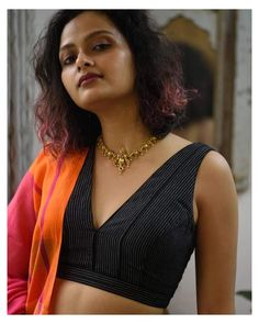 Saree Blouse Patterns, Sari Blouse Designs, Fancy Blouse Designs, Stylish Blouse Design, Cotton Blouses, Landing, Black Cotton, Wings, V Neck Blouse