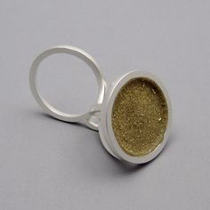 Seth Papac Jewelry ‏@fetch_jewelry 10 mars #gold & #silver #ring from solo exhibition at Caroline Van Hoek in Brussels.