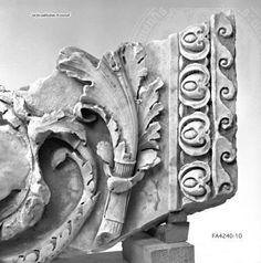 Arachne - Individual object 64039: Fragment eines Rankenfrieses mit figürlicher Darstellung - Rom, Musei Vaticani, Magazzino ex Ponteggi