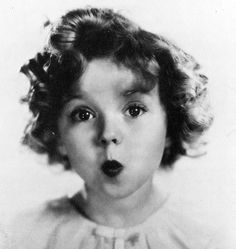 """Dejé de creer en Santa Claus a los seis años. Mi madre me llevó a verlo en una gran tienda y él me pidió un autógrafo"" - Shirley Temple (1928-2014)  ""I stopped believing in Santa Claus when I was 6 years old. My mother took me to see him in a big department store and he asked me for an autograph"" - Shirley Temple (1928-2014)"